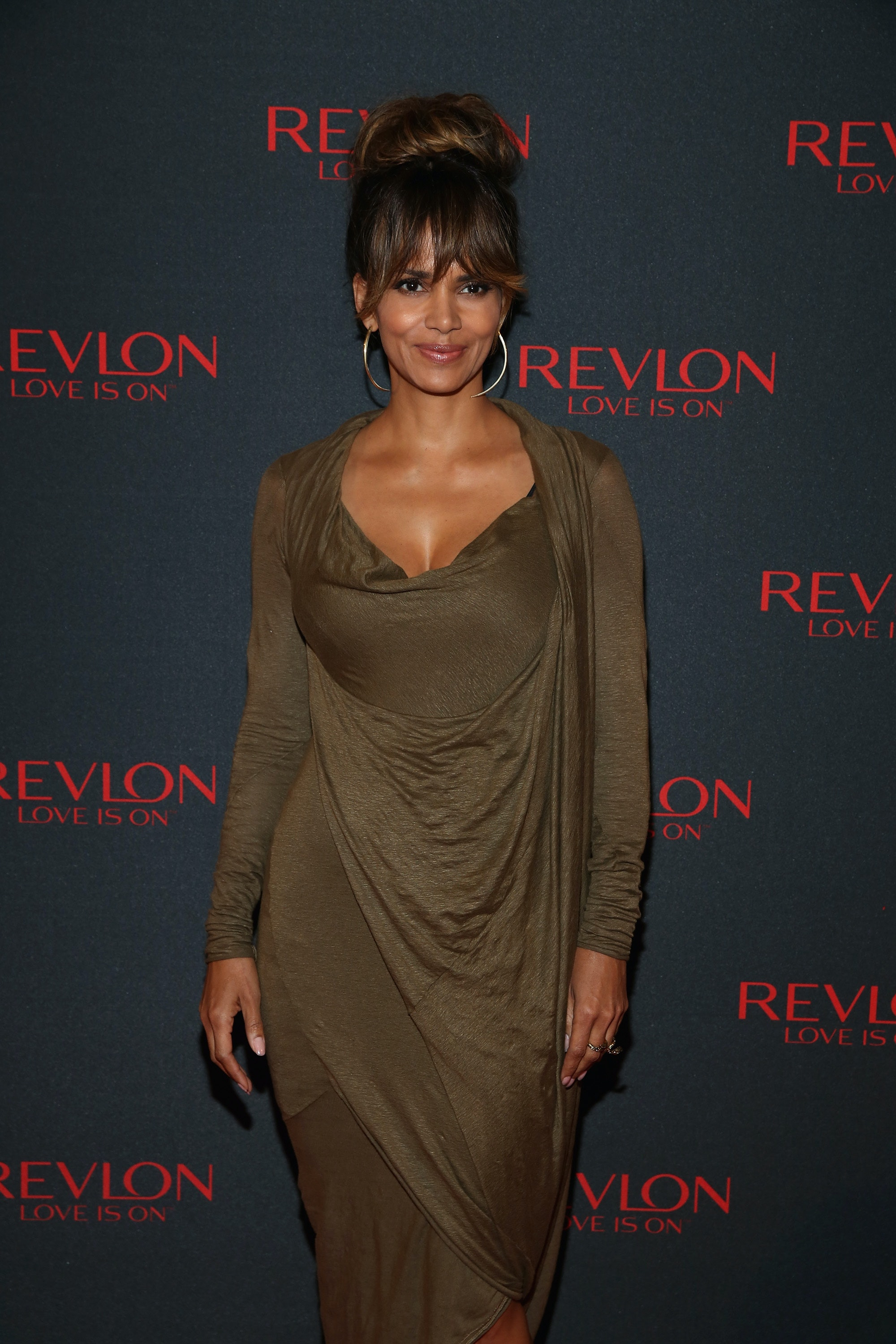 Halle Berry's New Haircut Is Her Coolest Look Since That Pixie 'Do ...