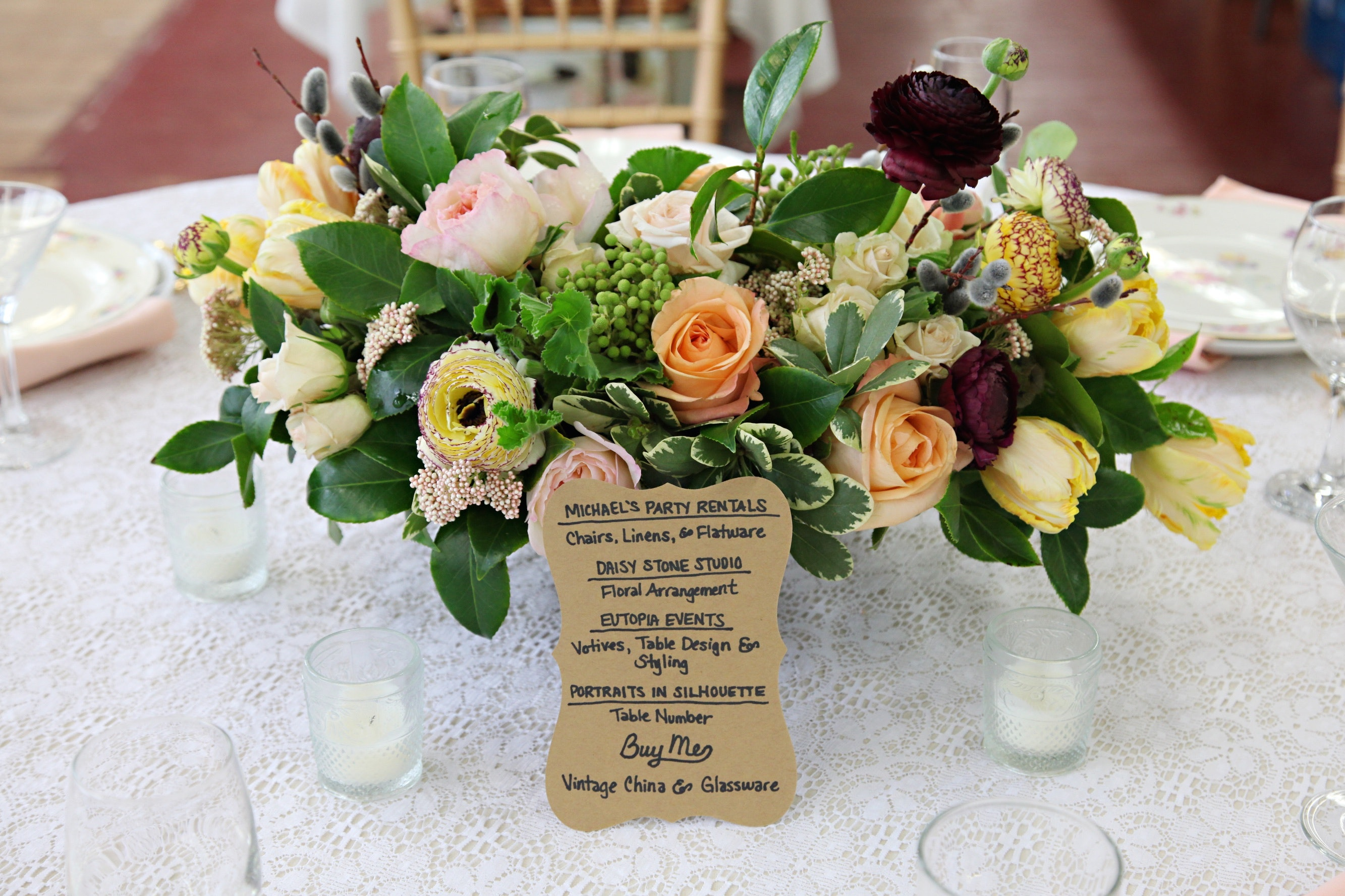 3 New Ways To Find Wedding Decor Thatu0027s Actually Affordable, Not To Mention  Ridiculously Chic