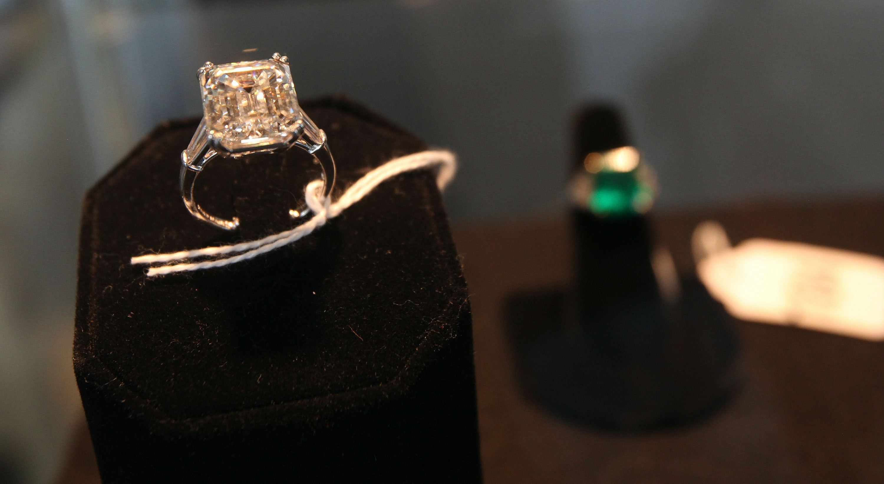 Vogue Says Diamond Engagement Rings Are Not Forever So Try e