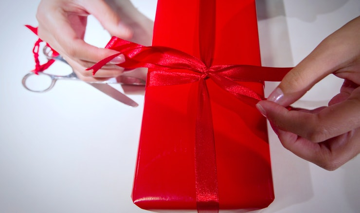 Do I Have To Buy A Wedding Gift? 5 People You Shouldn't
