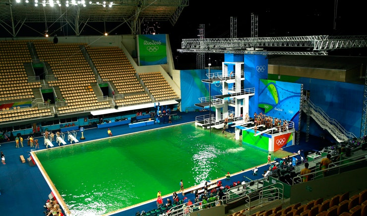 what happened to the olympic diving pool the green color change could indicate this issue