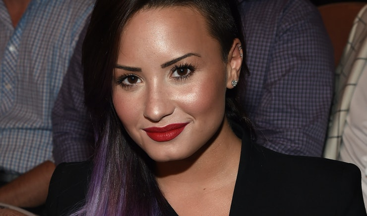 Demi Lovatos No Makeup Selfies Are Flawless And She Reveals Her Selfie Secrets In -1344