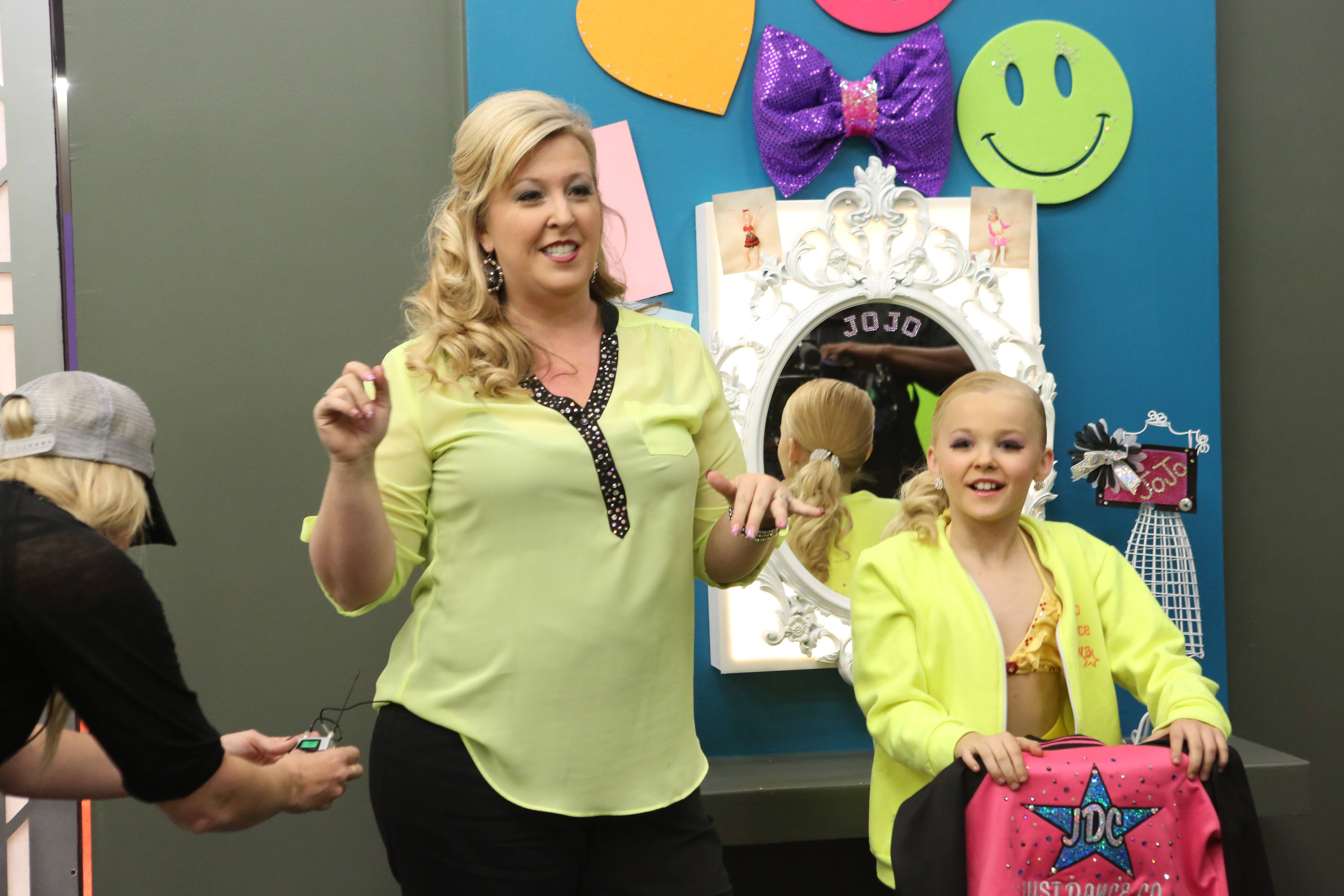 Who Is 'Dance Moms' Jessalynn Siwa? JoJo's Mom Made Quite A First ...