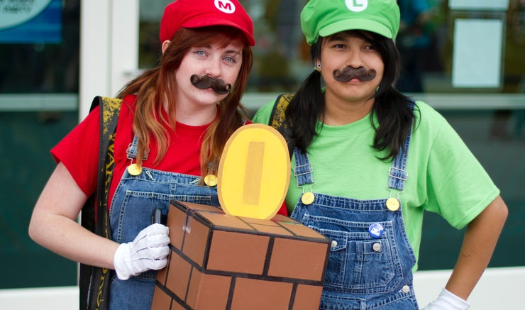 20 easy halloween costumes for best friends you can pull together in a hurry - Halloween Friends Costumes