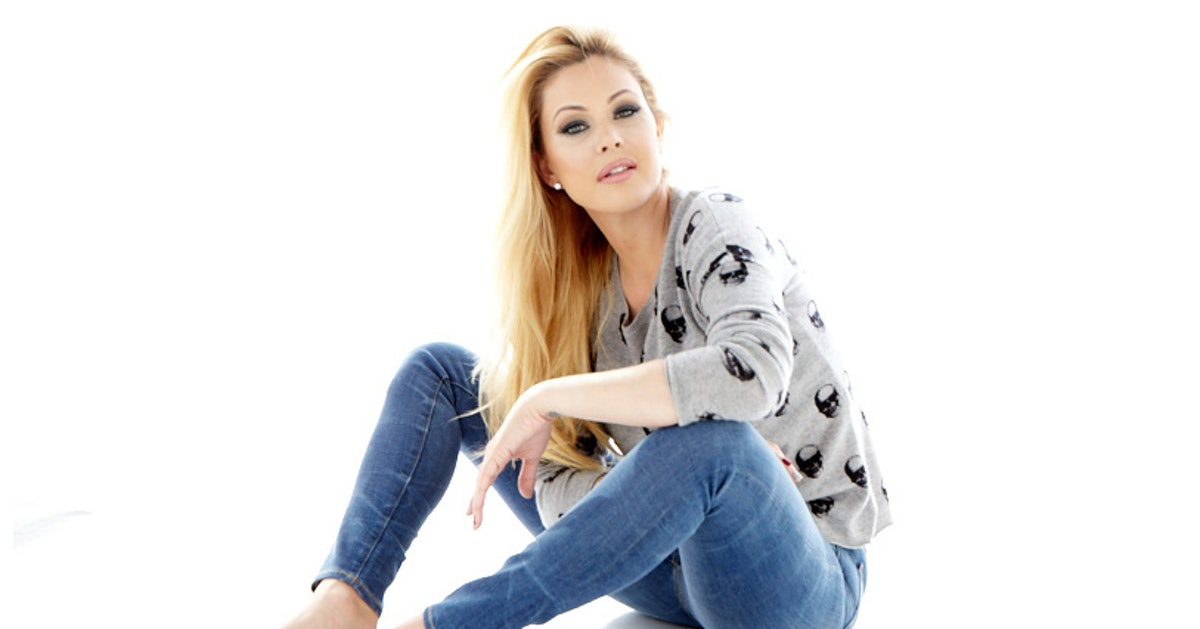 shanna moakler dating 2012 Travis barker and shanna moakler were married from 2004 to 2009, and have two children together when news broke about rita ora and travis barker dating.