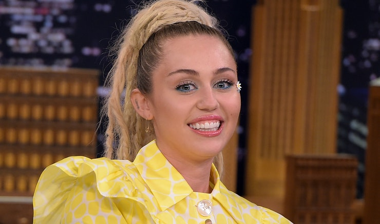 Miley cyrus debuts brown hair but we fear it may be a wig photo urmus Images