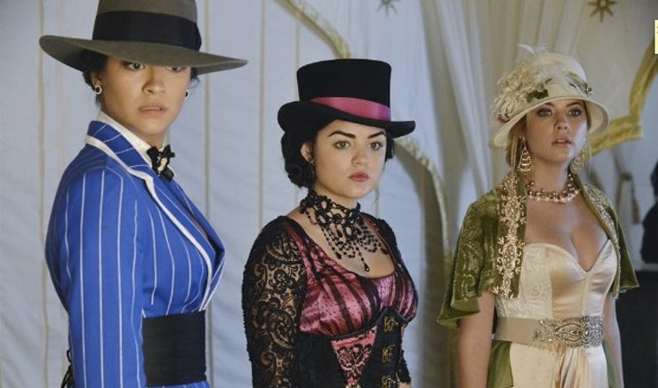 ranking the pretty little liars halloween episode costumes from slightly offensive to absolutely fabulous - Pretty Little Liars First Halloween Episode