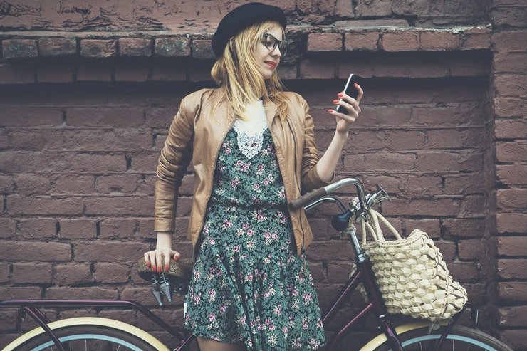 people on dating apps Throughout human history, people have sought assistance from others in meeting romantic partners – and americans today are increasingly looking for love online by enlisting the services of online dating sites and a new generation of mobile dating apps a national survey by pew research center.