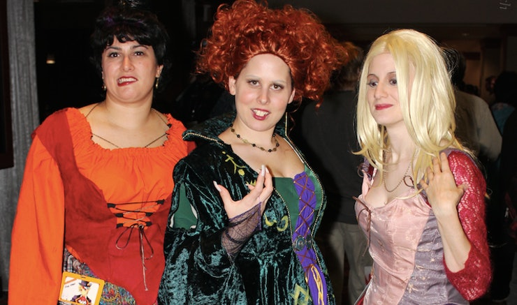 20 funny best friend halloween costume ideas that are wonderfully witty - Halloween Friends Costumes