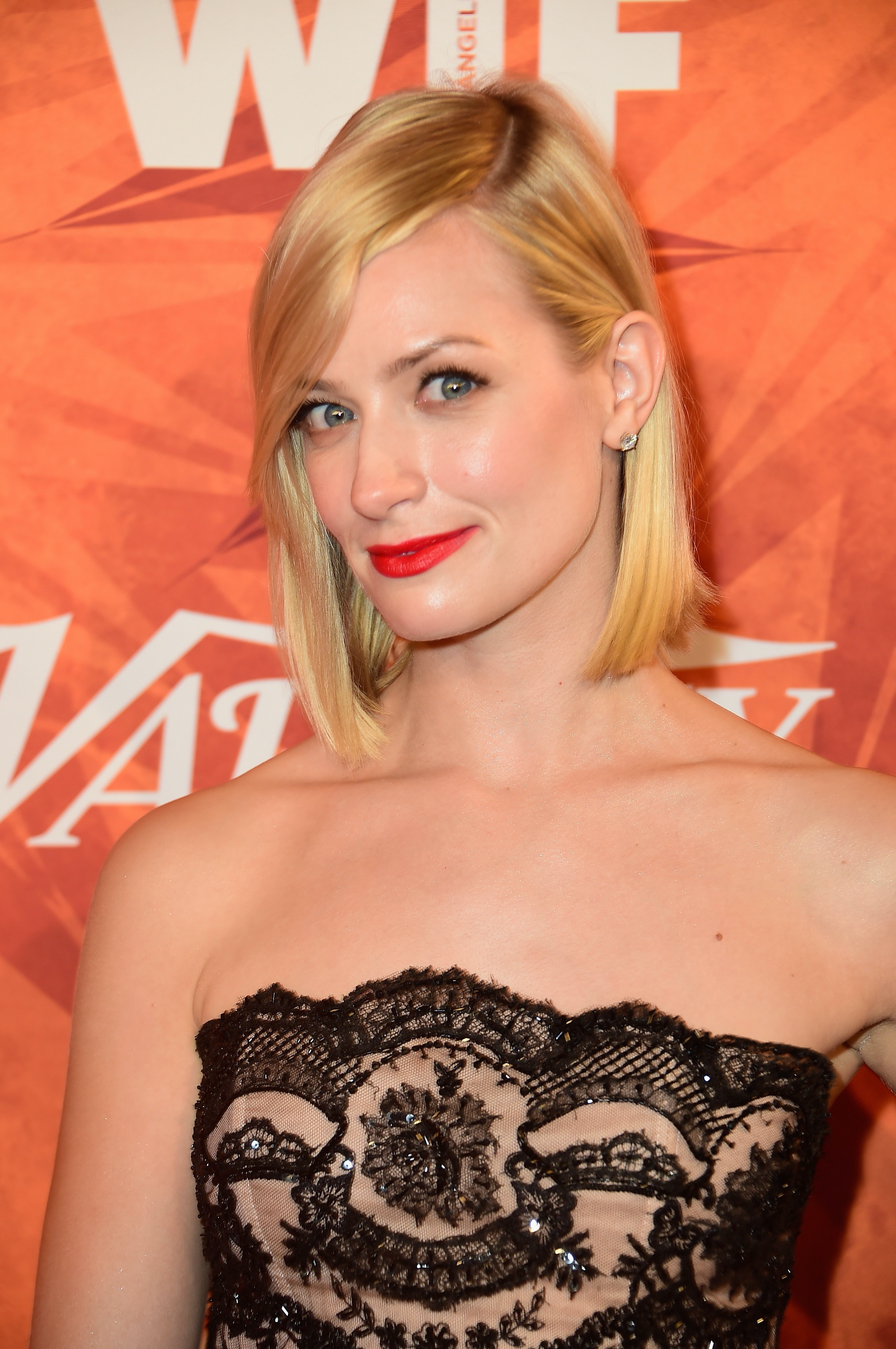 Beth Behrs of '2 Broke Girls' Will Serve Up Life Lessons And Health Tips, Thanks To New Book Deal