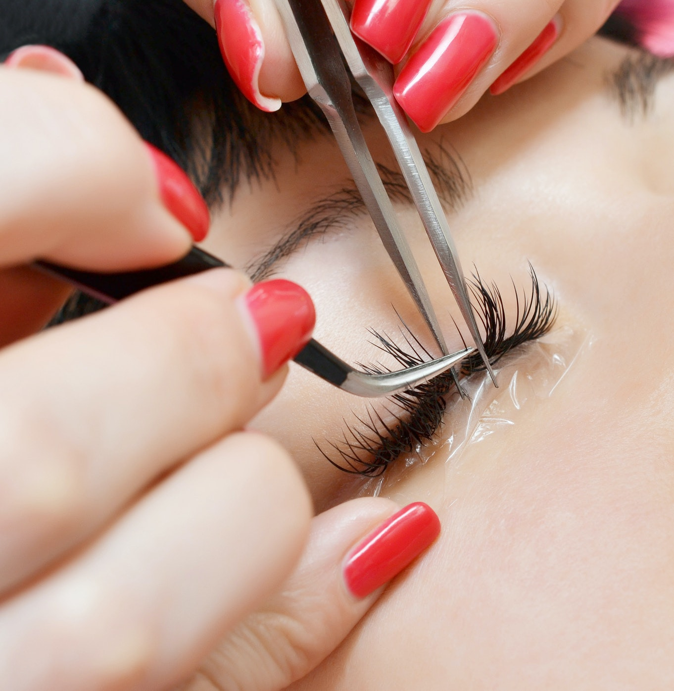 Can You Be Allergic To Eyelash Extensions? Here's What You Need To ...