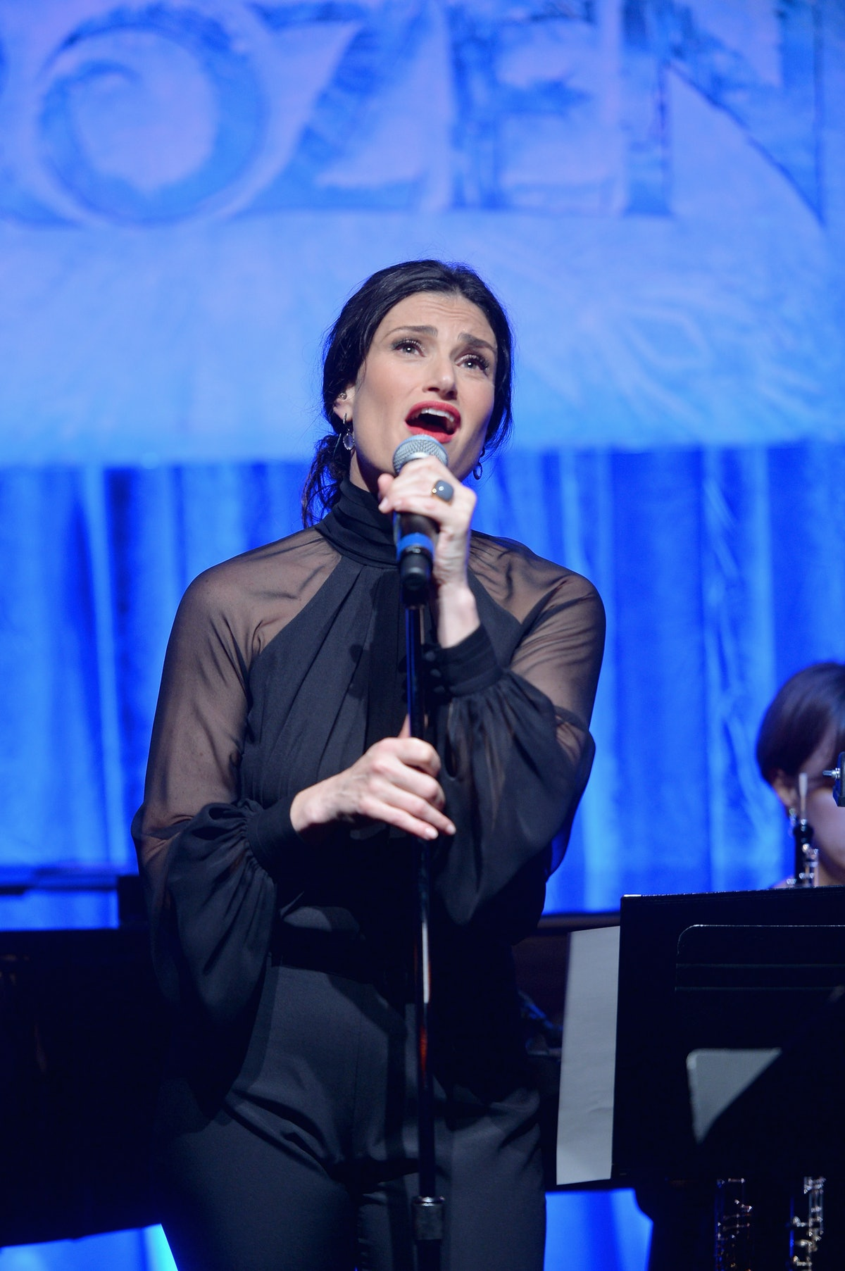 who is idina menzel the quot let it go quot singer has a resume