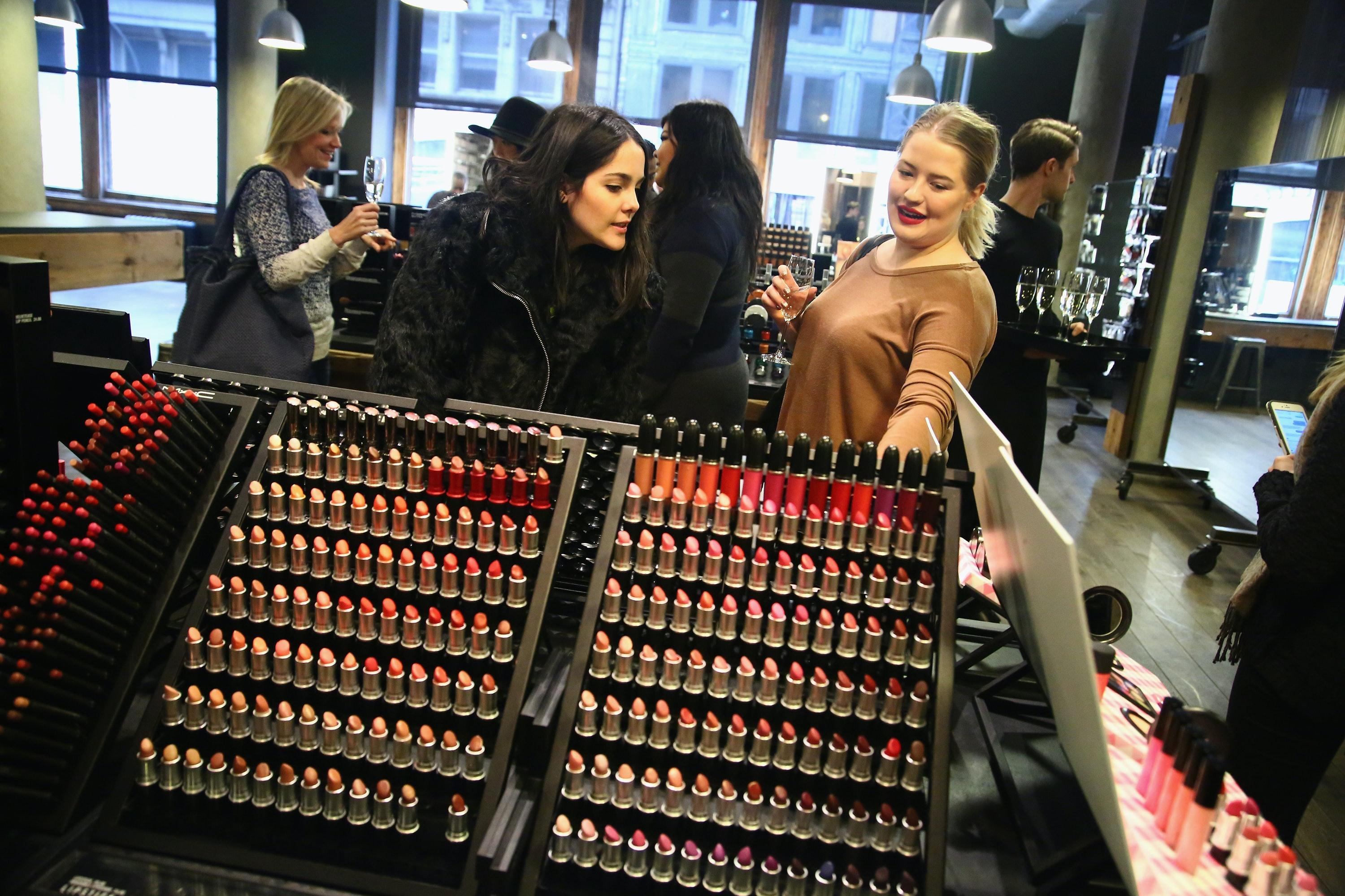 When Is MAC Cosmetics' Sample Sale? Here Are All The Details — PHOTOS