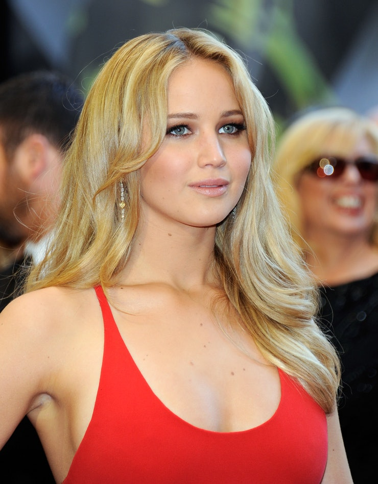 Jennifer Lawrence's Hair Evolution, from Long and Blonde ...
