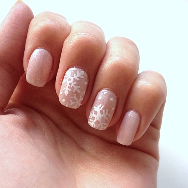 11 amazing holiday nail art ideas that normal people might be able 11 amazing holiday nail art ideas that normal people might be able to recreate prinsesfo Images