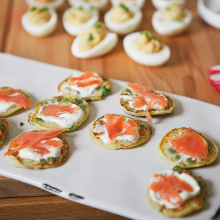 11 adorable sandwiches scones and pastries for the for Mini canape cases