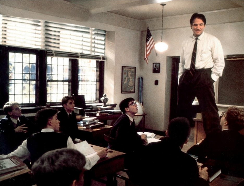 I need an intro paragraph on an analysis essay about the movie dead poets society.?