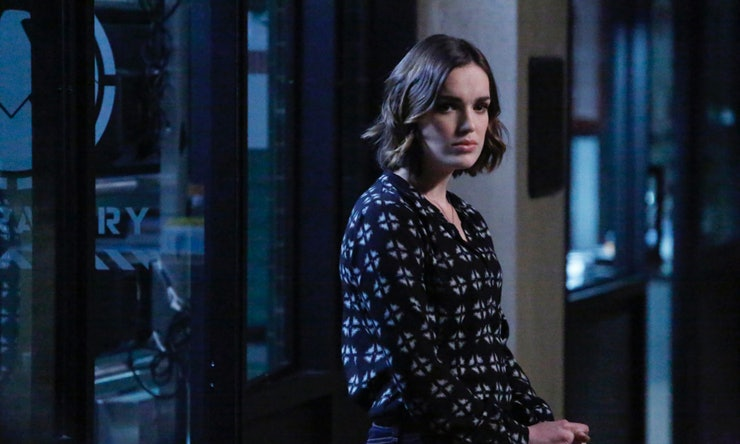 Is Simmons Dead On 'Agents Of S.H.I.E.L.D.'? The ...