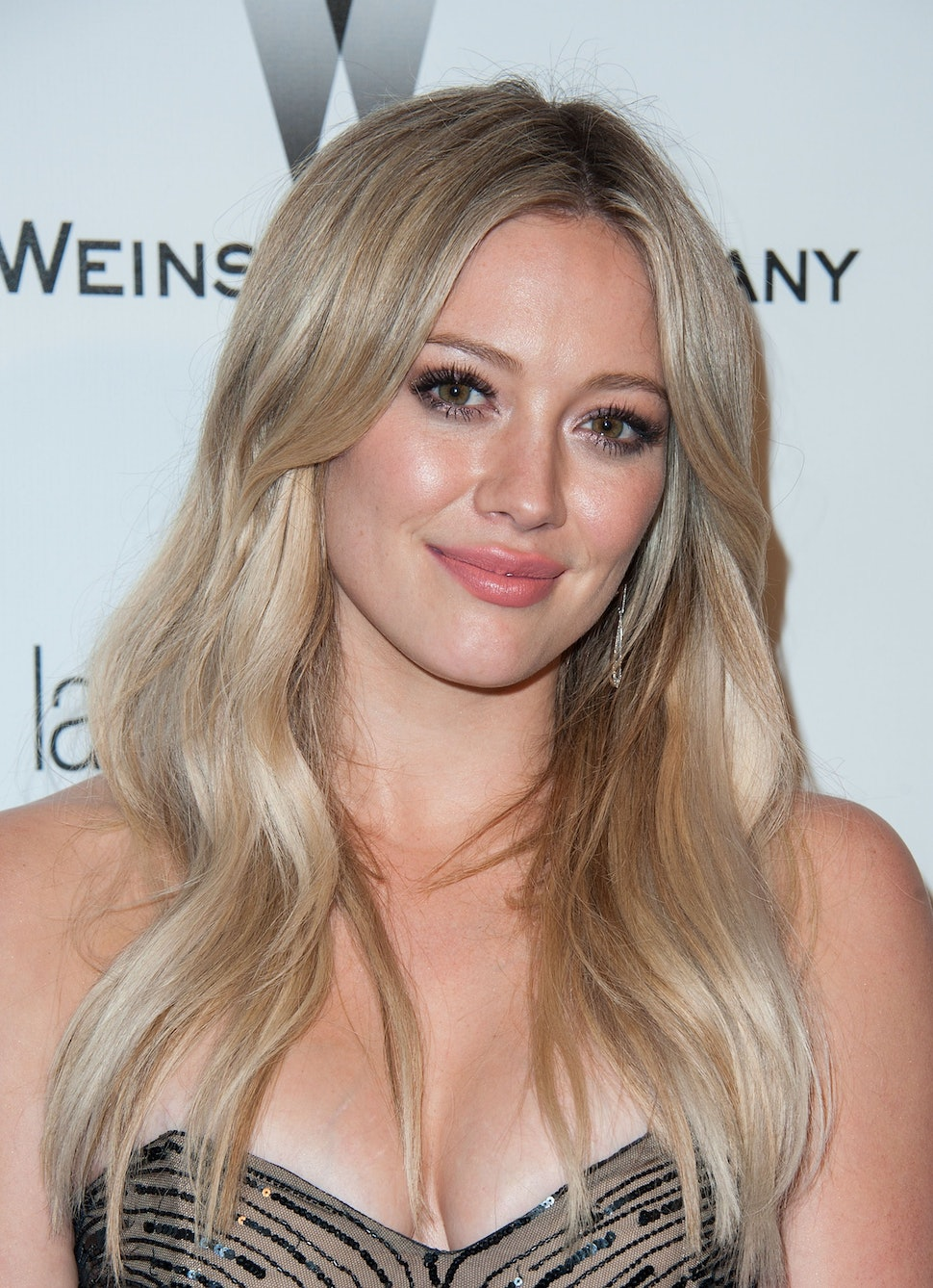Hilary Duff S Sparks Video Singer Rocks Blue Hair In: Hilary Duff Dyed Her Hair Mermaid Blue For An Ombre Look