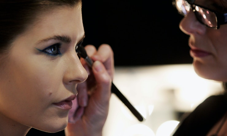 how to keep eyeliner on