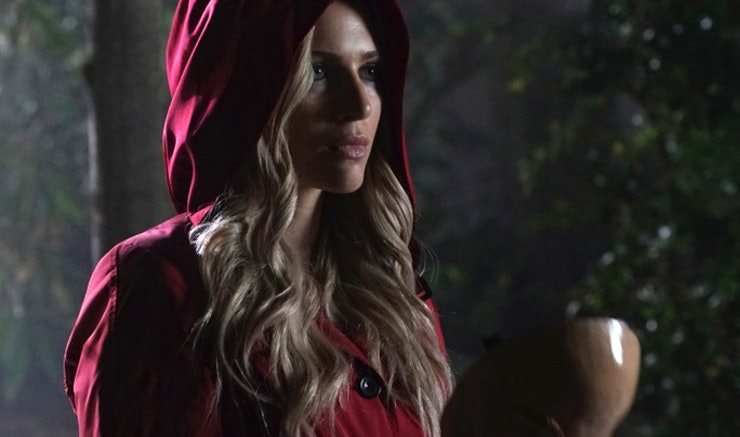 6 Unanswered &39Pretty Little Liars&39 Questions About Red Coat That