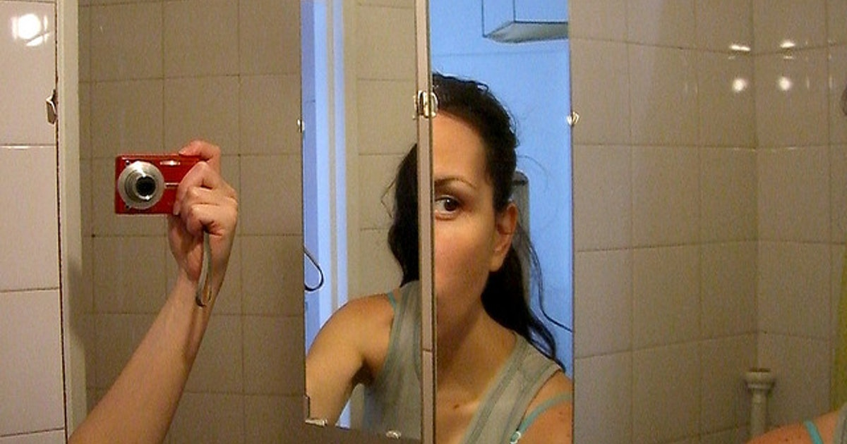 Woman discovers two way mirror in bar bathroom the owner for Two way mirror