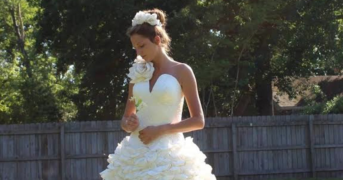 The toilet paper wedding dress contest 39 s winners prove for Toilet paper wedding dress 2017