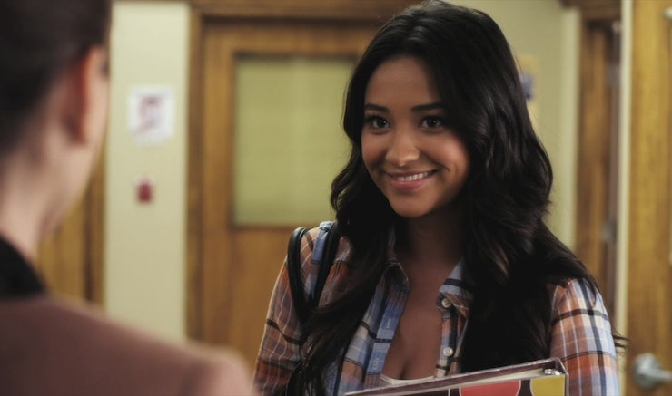 Who is emily from pretty little liars dating in real life