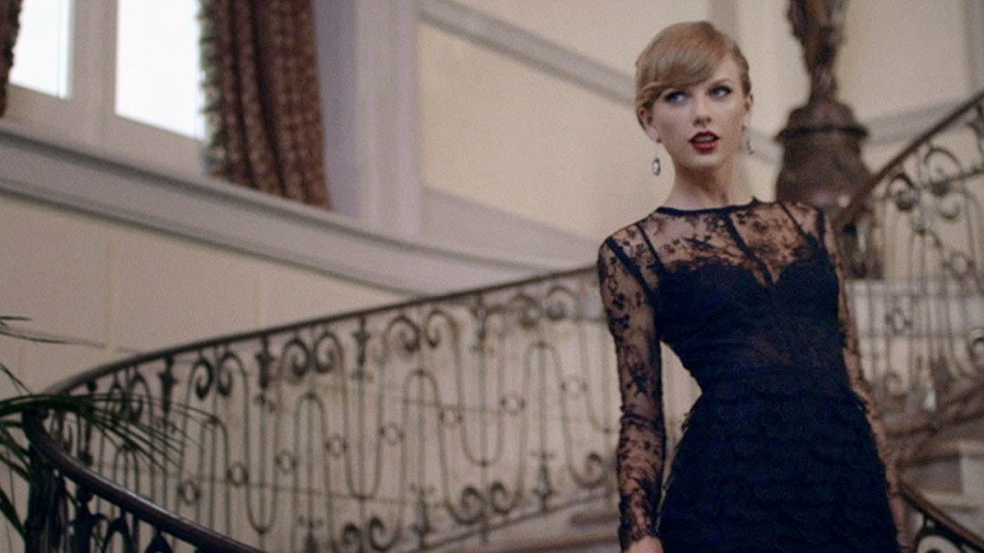 Blank space taylor swift dress color