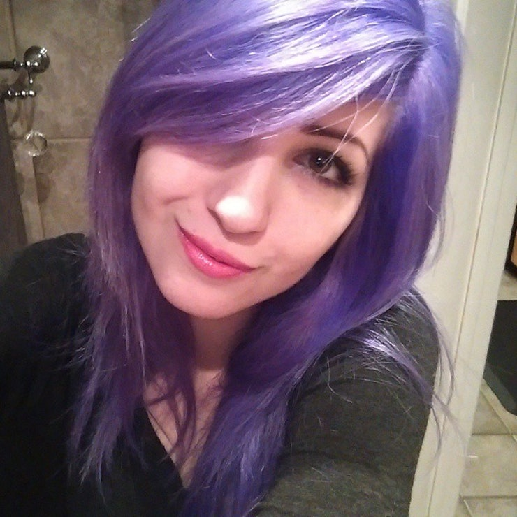 this girls colorchanging hair goes from blue to purple