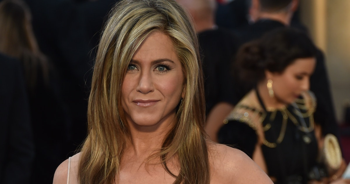 jennifer aniston avoids social media because it stresses her out but she needs to join. Black Bedroom Furniture Sets. Home Design Ideas
