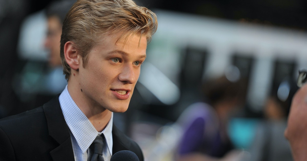 Who Is Macgyver Star Lucas Till He Was In A Taylor