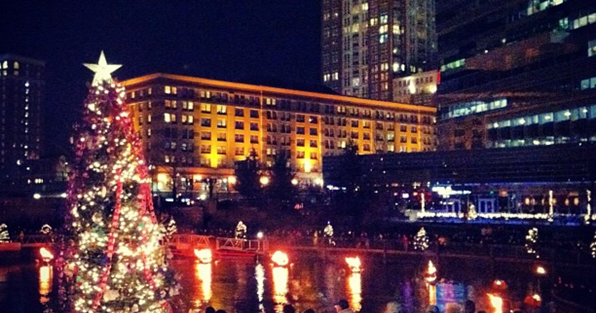 The 5 most festive cities in america sure do like their for Best towns in america for christmas