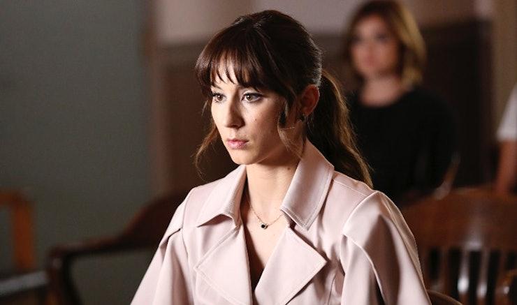 B's Identity In 'Pretty Little Liars' Season 6B Isn't A ...