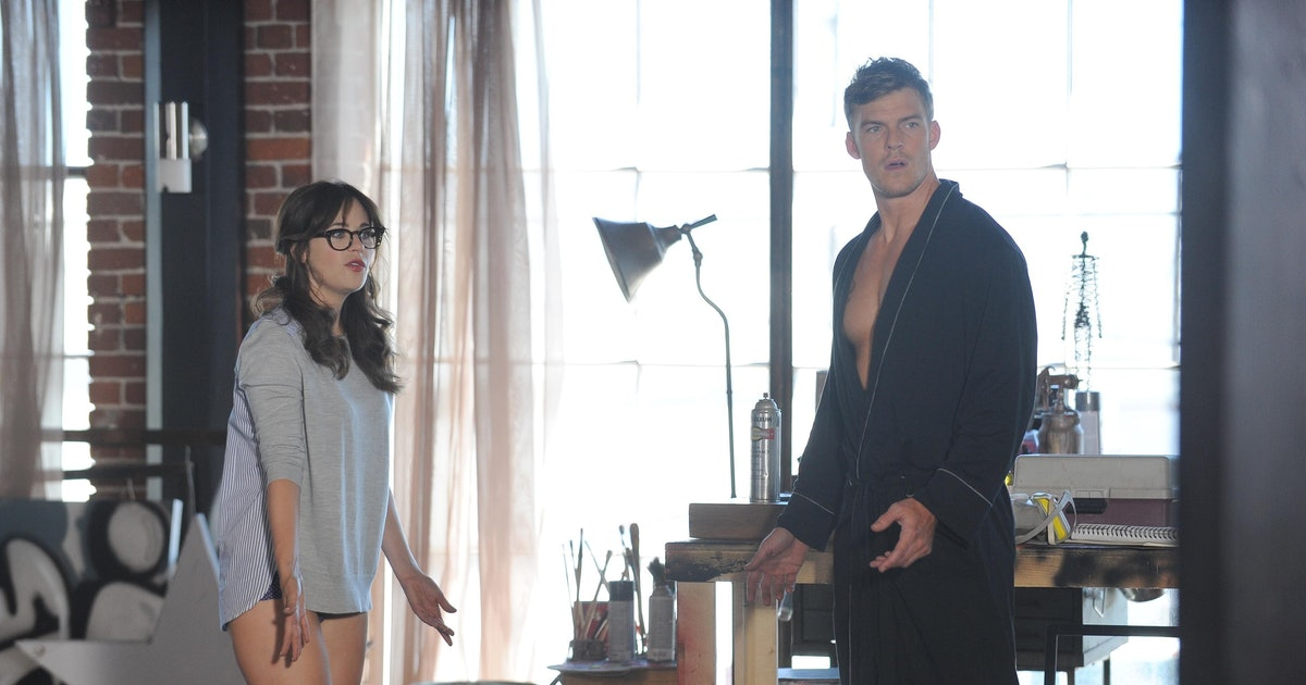 New Girl Guest Star Alan Ritchson Plays The Quot Micro
