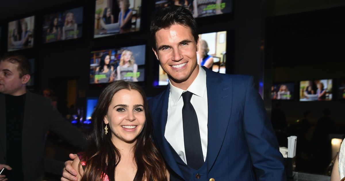 12 Reasons 'The DUFF's Mae Whitman & Robbie Amell Should ...