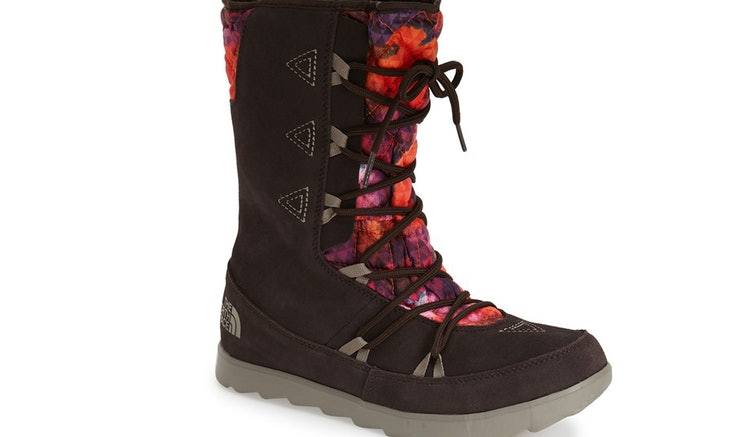 7 Best Snow Boots To Walk In When The Weather Gets Fierce — PHOTOS
