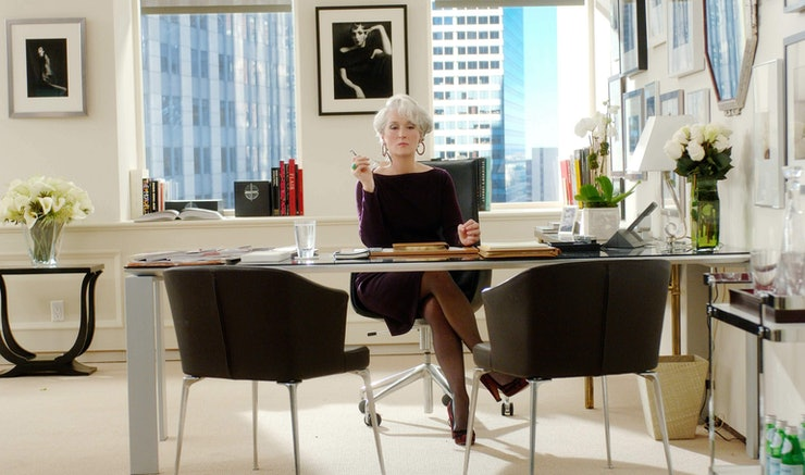 7 things that make your office desk look sophisticated