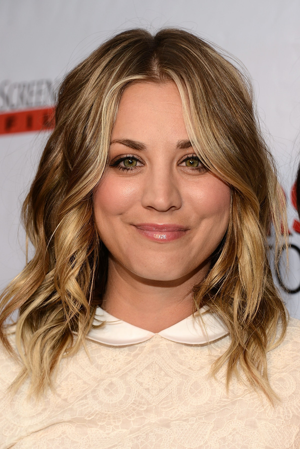 12 amazing kaley cuoco red carpet moments in honor of the