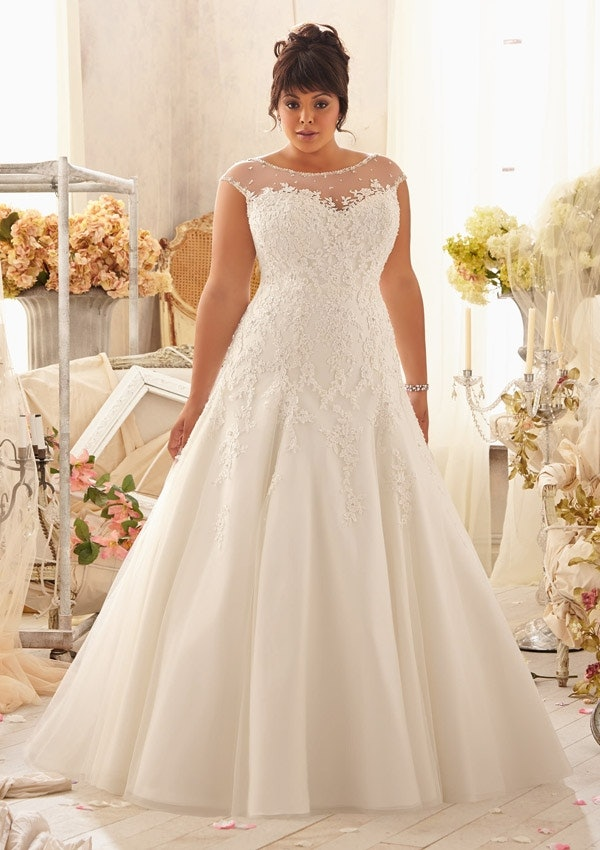 25 Stunning Plus-Size Wedding Dresses For Every Style Of Nuptial ...