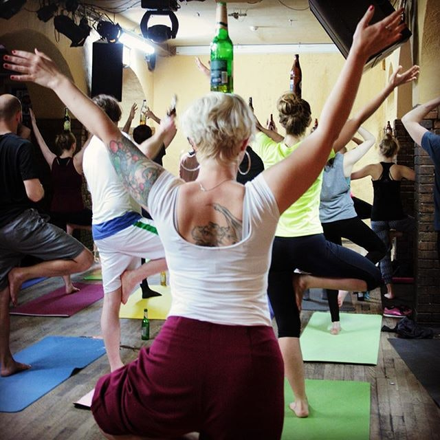 Drinking Beer While Om-ing Is the Point of This Yoga Class