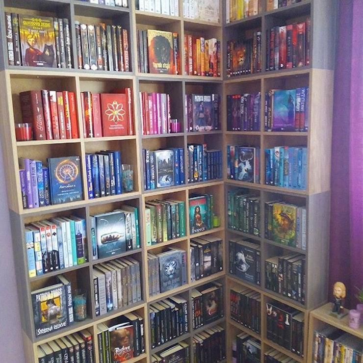 22 Pretty Rainbow Bookshelf Photos To Inspire Your Own