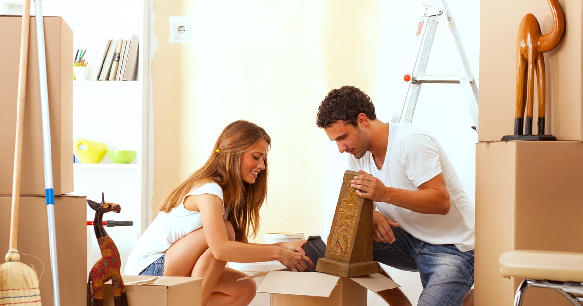 should i move in with my boyfriend here are 5 things to consider if you 39 re asking yourself this. Black Bedroom Furniture Sets. Home Design Ideas
