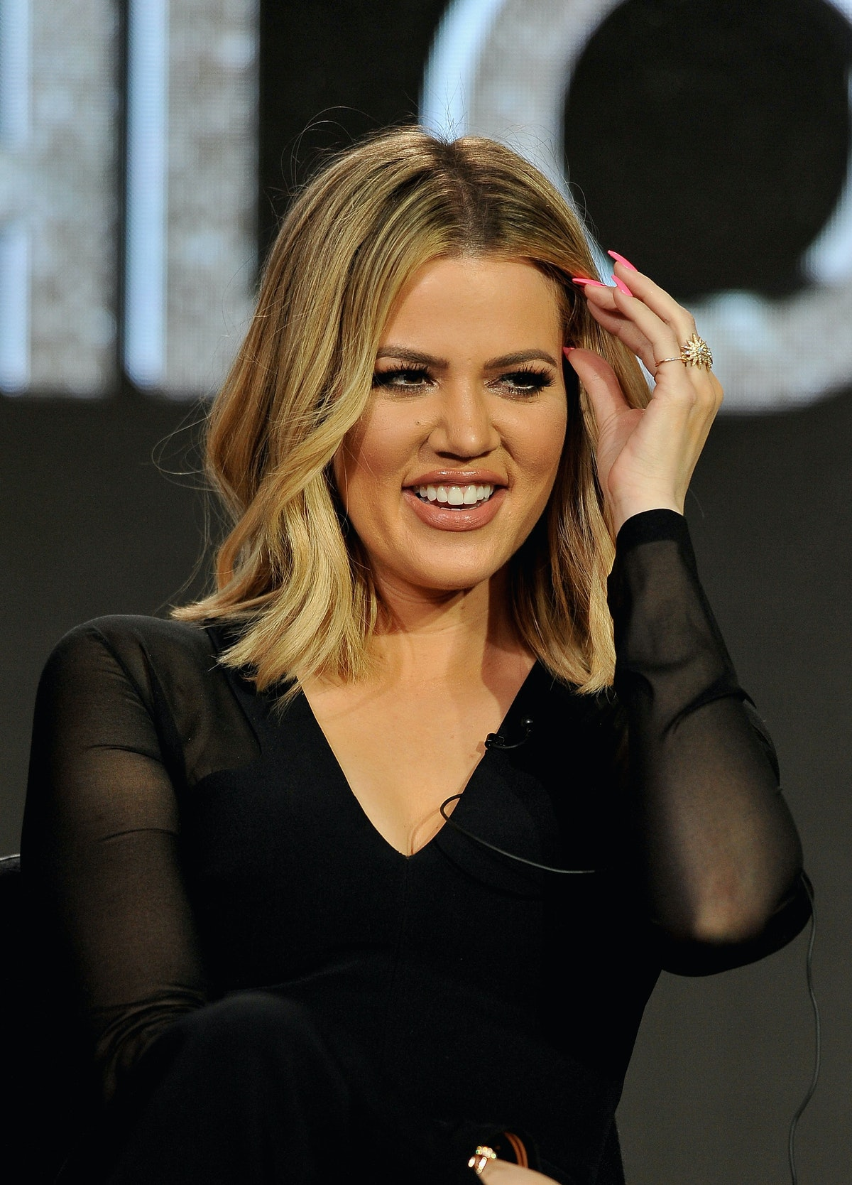 People Are *Convinced* Khloe Kardashian Photoshopped Her Pregnancy Out Of This Pic
