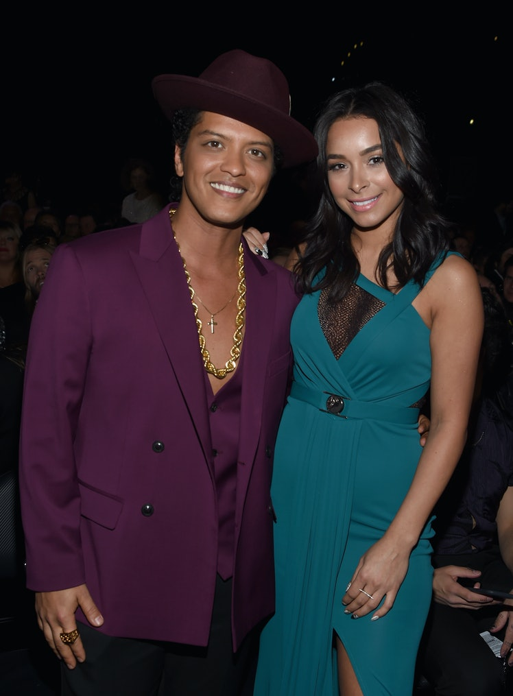 bruno mars dating sugarbabe Keen to find out who is bruno mars girlfriend get your facts straight - find out who is the latest bruno mars girlfriend / lover.