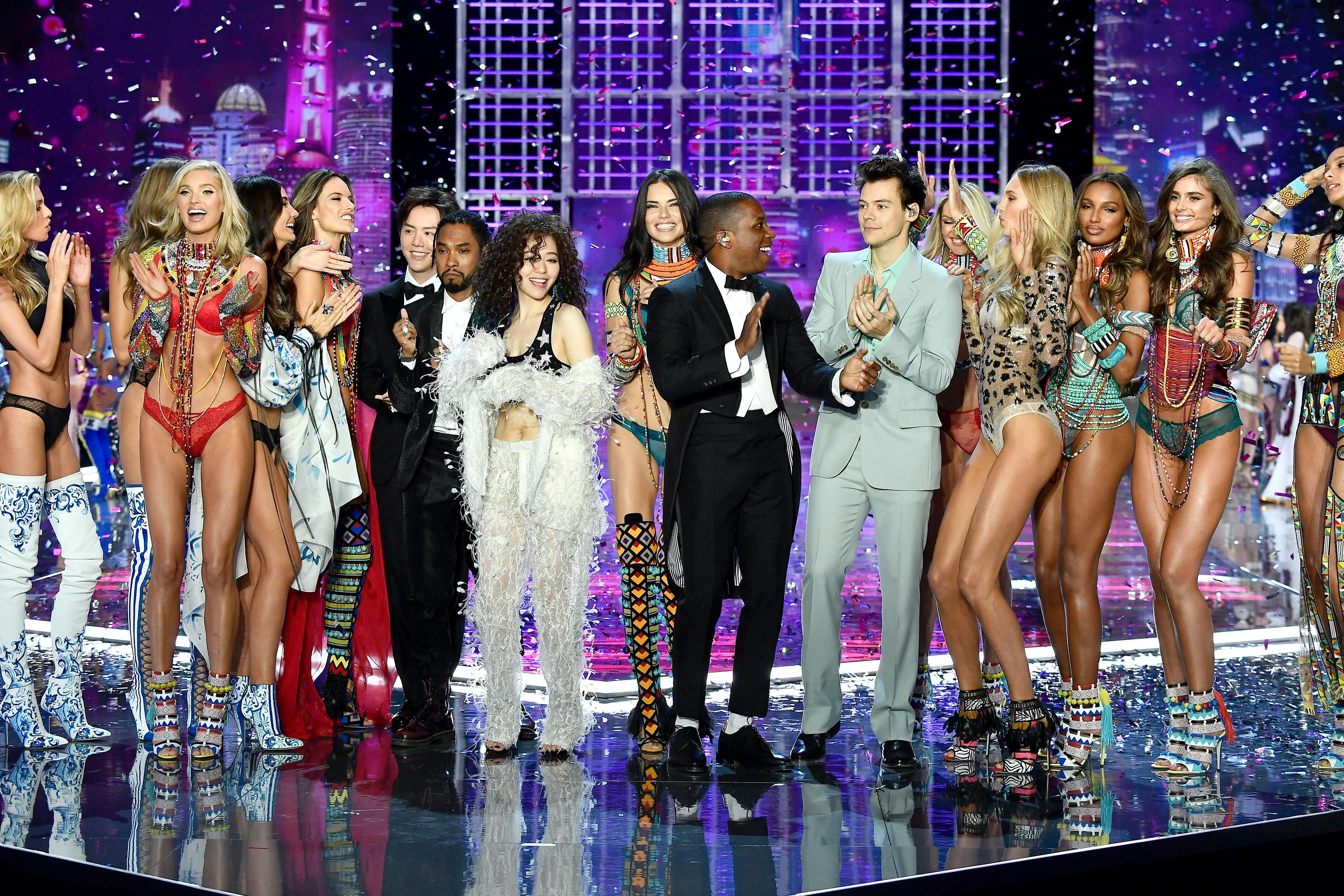 Harry Styles\u0027 Performance At The Victoria\u0027s Secret Fashion Show ...