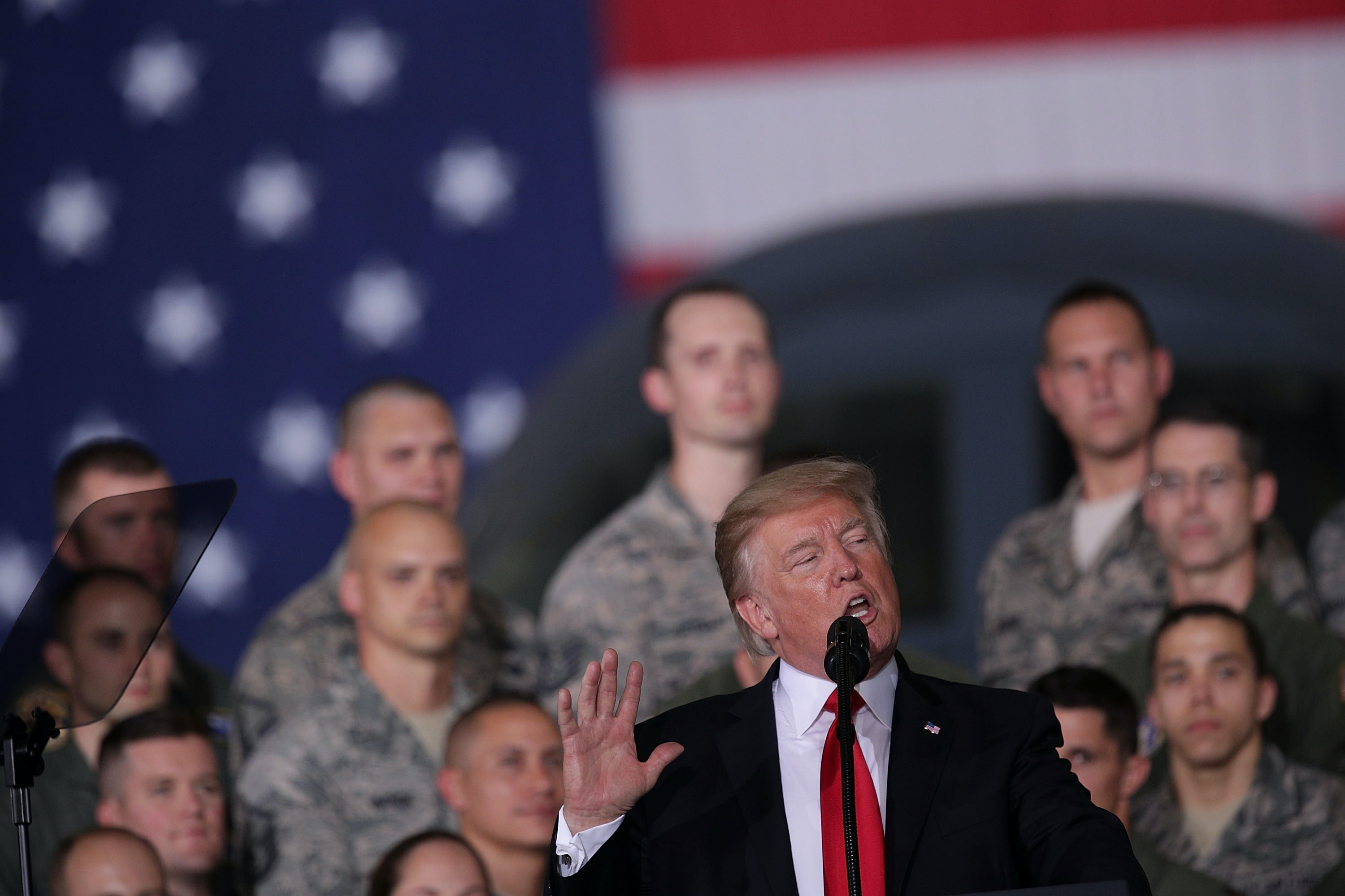 Trump hails U.S. troops in Thanksgiving message