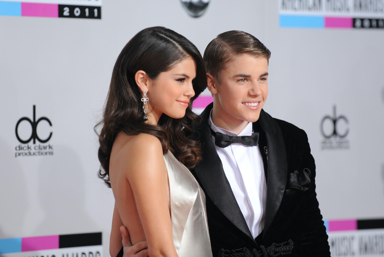 Justin Bieber And Selena Start Hookup