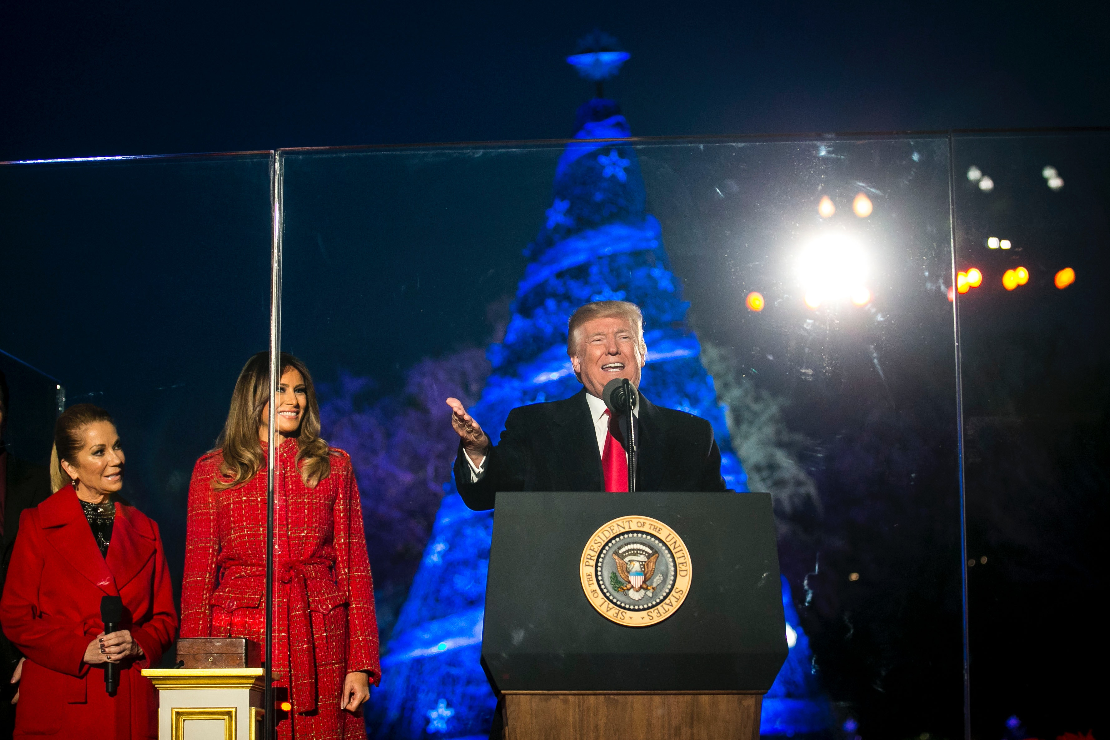Pool/Getty Images News/Getty Images  sc 1 st  Elite Daily & These Photos Of Trumpu0027s National Christmas Tree Lighting Are ... azcodes.com