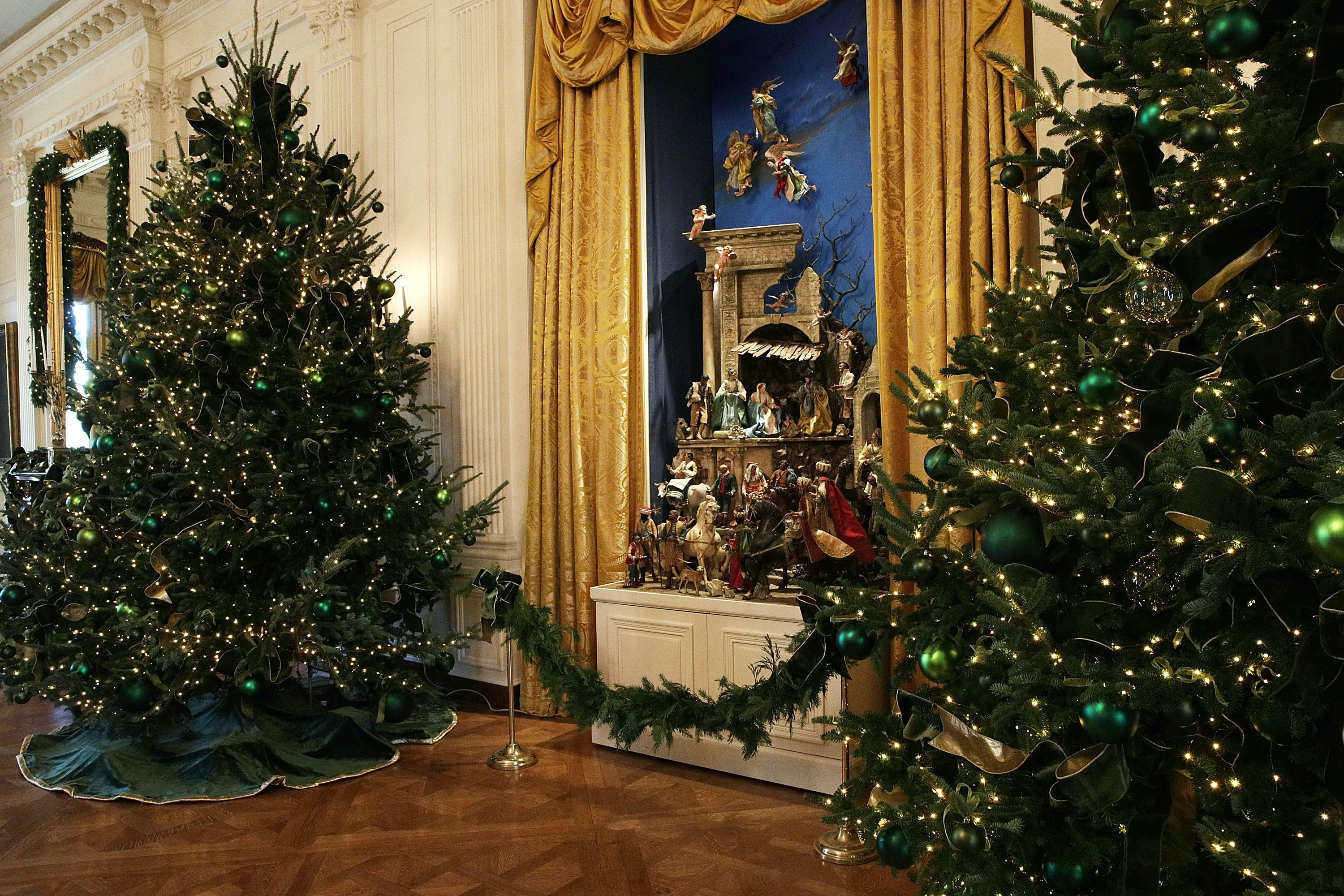 Photos Of Trump\'s Vs. Obama\'s White House Christmas Decorations Are ...